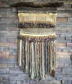Woven wall hanging by Telaresyflecos on Etsy Tapestry Weaving, Loom Weaving, Wall Tapestry, Hand Weaving, Weaving Patterns, Wall Patterns, Weaving Wall Hanging, Creative Textiles, Weaving Projects