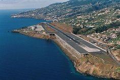 Madeira, aeropuerto int'l de Funchal. Acabo de ver que está considerado como uno de los más peligrosos.. y no me extraña!