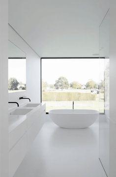 20+ Simple And Minimalist Bathroom Decoration Ideas #bathroomdecorationideas #eweddingmag.com #HomeDecorationIdeas #HomeDesign