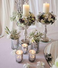 décoration florale vintage de la table festive hivernale avec bougeoirs en verre mercurisé