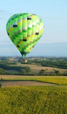 Vol en montgolfière au printemps au dessus des champs de Colza avec Atmosph'Air