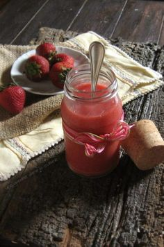 Strawberry Curd / une gamine dans la cuisine (wondering if I can make this in the microwave like the lemon curd I make?)