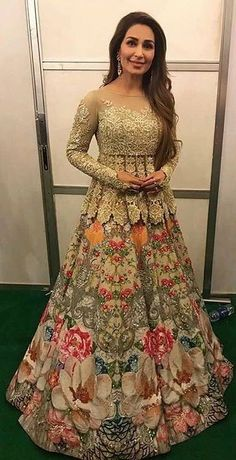 Trendy Indian Bridal Party Outfits Shalwar Kameez Ideas Source by aliciakudufoyo dresses indian Pakistani Wedding Outfits, Bridal Outfits, Pakistani Dresses, Indian Dresses, Indian Outfits, Bridal Lehenga, Red Lehenga, Anarkali, Lehenga Choli