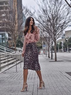 Sophisticated Work Attire and Office Outfits for Women to Look Stylish and Chic « letterformat. Summer Work Outfits, Office Outfits, Spring Outfits, Office Wear, Office Chic, Office Uniform, Uniform Ideas, Stylish Office, Casual Office