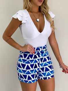 Short Analu Geométrico Azul - Shorts   Onlauri Short Outfits, Cute Outfits, Weekend Wear, High Waisted Shorts, Boho Shorts, Ideias Fashion, Mini Skirts, Style Inspiration, Clothes For Women