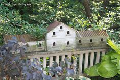 Neat birdhouse station on a fence Birdhouse Designs, Birdhouse Ideas, Bird House Feeder, Bird House Kits, Bird Aviary, Bird Houses Diy, Birds And The Bees, Wood Bird, Bird Cages