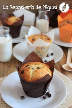 Muffins de Yogurt con pepitas de Chocolate Pound Cake Recipes, Cupcake Recipes, Cupcake Cakes, Cup Cakes, Sweet Desserts, Delicious Desserts, Sweet Bakery, Sweet Cupcakes, Chocolate Muffins