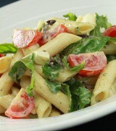 Μακαρονοσαλάτα με πένες, ντοματίνια, ρόκα και μοτσαρέλα από τον Γιάννη Λουκάκο-Το καλύτερο για βράδυ, ελαφρύ και γρήγορο πιάτο!   eirinika.gr Seafood Recipes, Pasta Recipes, Salad Recipes, Diet Recipes, Cooking Recipes, Healthy Recipes, Penne, Famous Recipe, Salad Bar