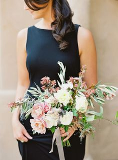 Al fresco bridesmaid bouquet: http://www.stylemepretty.com/2016/06/06/a-sonoma-wedding-inspired-by-old-world-tuscany/ | Photography: Michele Beckwith - http://michelebeckwith.com/