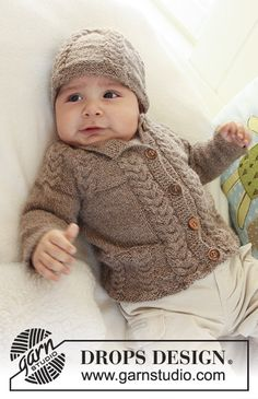Little Chesnut / DROPS Baby 19-17 - De set bevat: Gebreid DROPS vest met raglanmouwen en kabels en muts en slofjes met kabels van Alpaca.