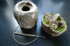 Basket made of string - Easter Free Knitting, Knitting Patterns, Crochet Hook Sizes, Crochet Hooks, Crochet Chicken, Fluffy Blankets, Quick Crochet, Crochet Baby Clothes, Amigurumi