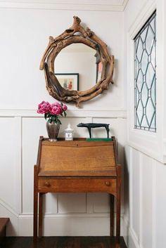Great mirror and love the super cute desk