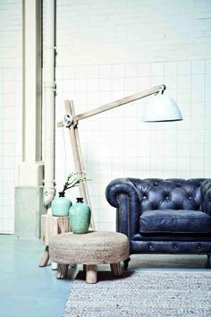 Stoere staande Floorlamp Wood XL 2116 van By-Boo geeft een industriele touch aan jouw inrichting. Zoek je een echte blikvanger in je woon- of slaapkamer