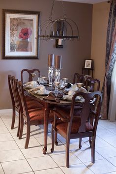 Dining room decor. Custom made curtains. Photo from Marlene Stotts collection. Exquisite Interior Decor.