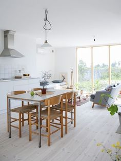 Kitchen / Living Room Combo