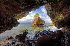 """""""Tepian Tebing"""" Pantai Padang-Padang Bali, Indonesia"""