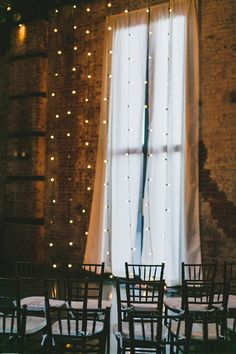 simple and elegant twinkle light backdrop for the ceremony, photo by Katie Osgood #weddingbackdrops #backdropideas