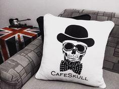 CafeSkull Home #skull #skulls #skullart #home #homedecoration #mywork #instadaily #caveira #caveiramexicana #calavera #decoration #decorations #decor #sugarskull #dark #england #photooftheday #barber #barberlife #cushion #almofadas #almofadaspersonalizadas