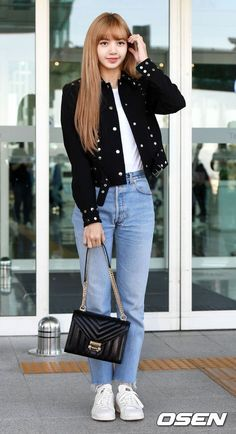 Queen La Lisa, airport look compilation. Support the group Blackpink and show your love. Spread the love Blackpink Outfits, Casual Outfits, Fashion Outfits, Kim Jennie, Blackpink Fashion, Korean Fashion, J Pop, Black Pink ジス, Rose Adidas
