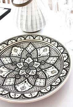 Rustikt fat med Marockanskt mönster - Madame Edith