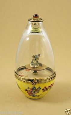 PLAYS MUSIC MUSICAL FRENCH LIMOGES BOX PORCELAIN & CRYSTAL EGG W/ TABBY CAT KEY