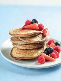 These gluten-free Banana Pancakes from series Eat Well For Less are quick and easy to whip up for a guilt-free sweet breakfast or brunch. Sweet Breakfast, Breakfast Recipes, Pancake Healthy, Delicious Desserts, Yummy Food, Gluten Free Banana, Brunch Dishes, Banana Pancakes, Gf Recipes