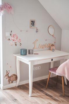 Szukasz inspiracji na pokój dla dziewczynki? Sprawdź naszą propozycję w stylu glamour! * zakupy na raty * wysoka jakość * tysiące produktów pod jednym adresem  foto: kamperki Hani, Office Desk, Kids Room, Interiors, Furniture, Ideas, Design, Home Decor, Desk Office
