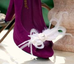 Wispy Shoe Clips Ivory / White Ostrich Feathers & by sofisticata, Custom made colors. http://sofisticata.etsy.com