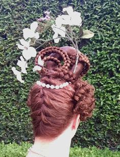 Vintage Hairstyles Curls hair explanation, including how to easily get the side curls The Laced Angel: Romantic Redux Short Spiky Hairstyles, Curled Hairstyles, Updos Hairstyle, Victorian Hairstyles, Vintage Hairstyles, Victorian Era Dresses, Historical Hairstyles, Musical Hair, Side Curls