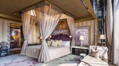 14 Hotel Suites in Singapore That Are Seriously Out of This World