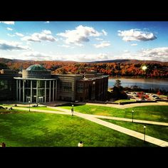 Fall at #Marist Picture Ideas, Photo Ideas, My Campus, Trotter, Diy Organization, Happy Life, Great Places, Adventure Travel, Engagement Photos