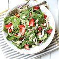 Αυτή η σαλάτα με φράουλες και σπανάκι θα γίνει η νέα σου εμμονή