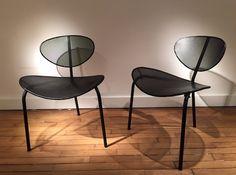 """Paire de chaises perforées, laquées noir Modèle """"Nagazaki"""" Mathieu Matégot c.1950 H. dossier : 74 cm ; P. assise : 45 cm"""