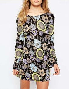 aee54cf358ab Image 3 of Motel Flower Power Swing Dress with Plunge Back Estampados De  Flores, Espalda