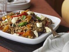 Salat mit Kürbis, Orzo und Schafskäse ist ein Rezept mit frischen Zutaten aus der Kategorie Nudelsalat. Probieren Sie dieses und weitere Rezepte von EAT SMARTER!