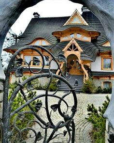 Fitness gift ideas [for beginners and freaks] Cultural Architecture, Art And Architecture, Architecture Details, Beautiful Buildings, Beautiful Places, Unusual Homes, Interior Exterior, Log Homes, Play Houses