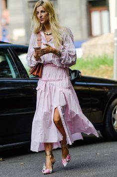 All of the cutest street style from Milan Fashion Week Spring 2019 season. Workwear Fashion, Vogue Fashion, Pink Fashion, Fashion Outfits, Womens Fashion, Fashion Blogs, Runway Fashion, Fashion Trends, Ada Kokosar