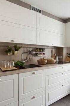 Placards hauts Home Design Ideas – Home Decor New Kitchen Cabinets, Ikea Kitchen, Kitchen Interior, Kitchen Dining, Kitchen Decor, Tall Cabinets, Kitchen Storage, Küchen Design, Home Design
