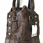 borsa in pelle pregiata di mjus con un taglio anni '70