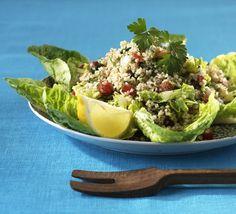Schnell zubereitet und schnell weggeputzt: Bulgur-Salat mit viel Petersilie, Pfefferminze, Tomaten und Zitrone