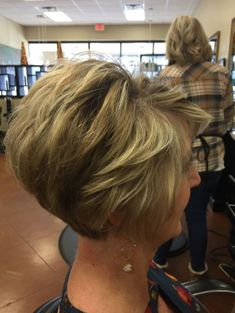 45 Chic Choppy Bob Hairstyles for 2019 - Style My Hairs Short Stacked Bob Haircuts, Cute Hairstyles For Short Hair, Short Curly Hair, Short Hair Cuts, Curly Hair Styles, 2015 Hairstyles, Celebrity Hairstyles, Wedding Hairstyles, Bobs For Thin Hair