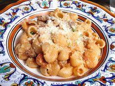 Chiocciole con salsiccia, piselli e ricotta (Pasta Shells with Sausage, Peas and Ricotta) | Memorie di Angelina