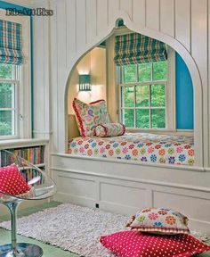 Charming reading alcove :)
