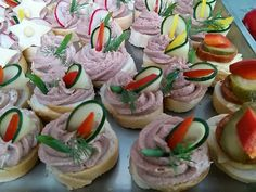 Tapas, Pizza Snacks, Party Sandwiches, Party Treats, Canapes, Appetizers For Party, Holidays And Events, Sushi, Buffet