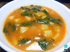 Potato soup with spinach - Easy- Sopa de papa con espinaca – Fácil Learn how to make Potato Soup with Spinach with this rich and easy recipe. The potato soup with spinach shown below is not only a complete and nutritious dish, but … - Veggie Recipes, Baby Food Recipes, Mexican Food Recipes, Soup Recipes, Vegetarian Recipes, Cooking Recipes, Healthy Recipes, Ethnic Recipes, I Love Food