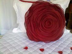 Almofada em Formato de Rosa - TOK ESPECIAL