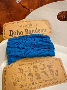 De crochet style BOHO BANDEAU. De mooiste haarbanden van Natural Life, shop ze hier veilig en snel bij LOVELY SCARFS. #bohobandeau #crochet #haarband Boho, Crochet Fashion, How To Wear, Style, Swag, Bohemian, Boho Aesthetic