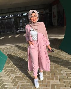Spring trendy hijabi outfits - Spring trendy hijabi outfits – Just Trendy Girls Source by - Muslim Women Fashion, Modern Hijab Fashion, Street Hijab Fashion, Hijab Fashion Inspiration, Fashion Outfits, Fashion Tips, Modest Dresses, Modest Outfits, Pelo Corto Lucy Hale