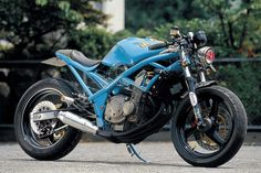 Suzuki Bandit. I thought it was a 400cc but I'm told it's the 250cc model. If Suzuki made this available today, Ninja 250 and Hyosung GT250 sales would halve overnight. Like us on FB