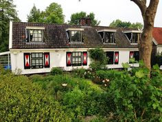 I love those Dutch houses: this one here along the Amstel River running route in Amsterdam